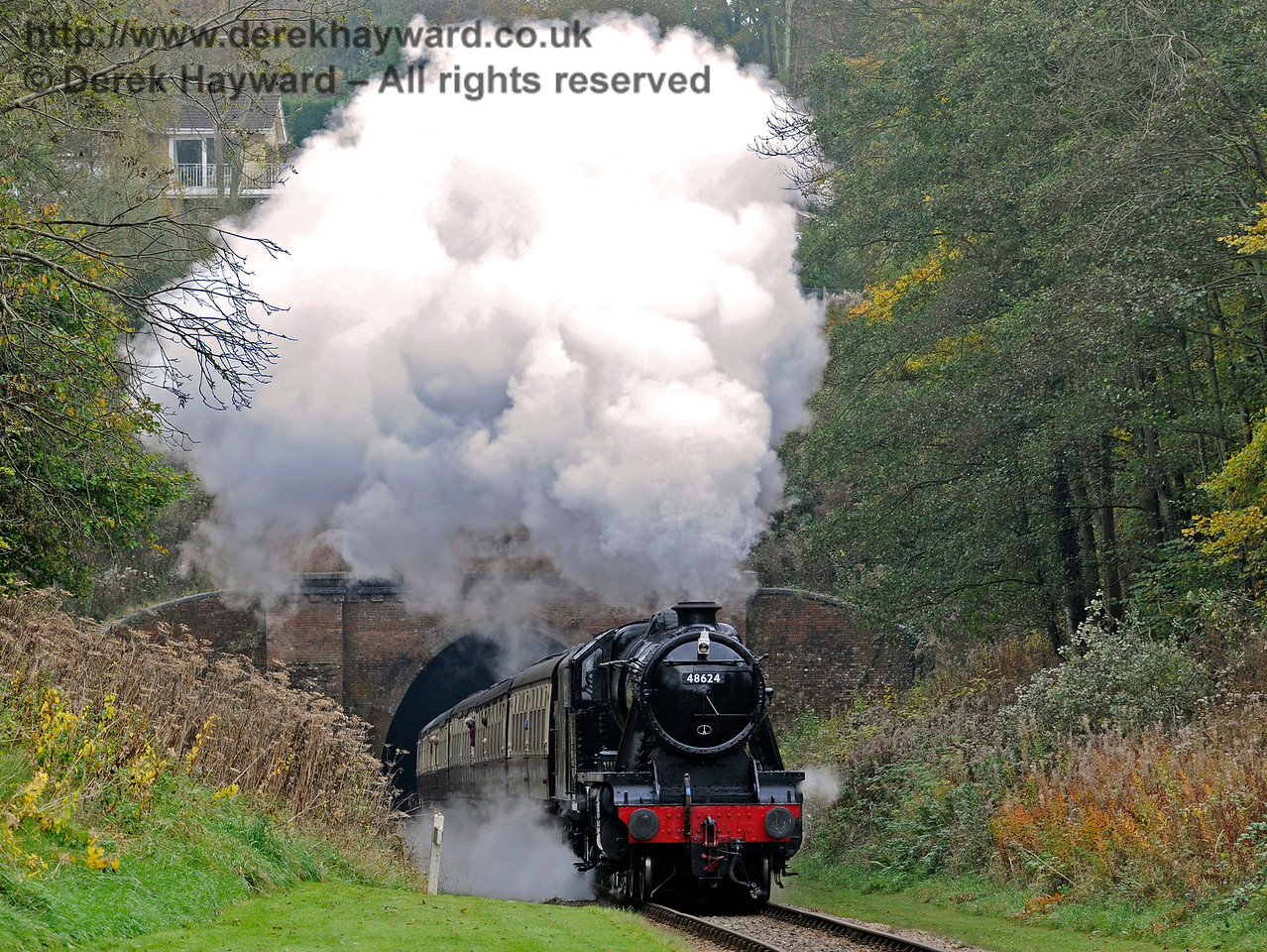48624 emerges from West Hoathly Tunnel.  30.10.2016 14528
