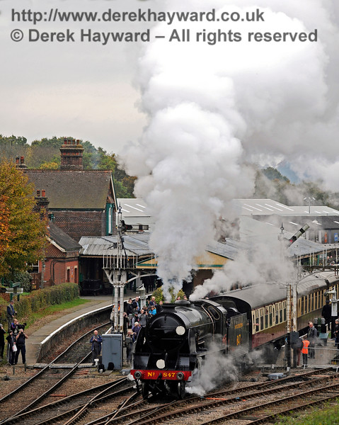 Photographers are on every platform as 847 leaves Horsted Keynes.   29.10.2016 14470
