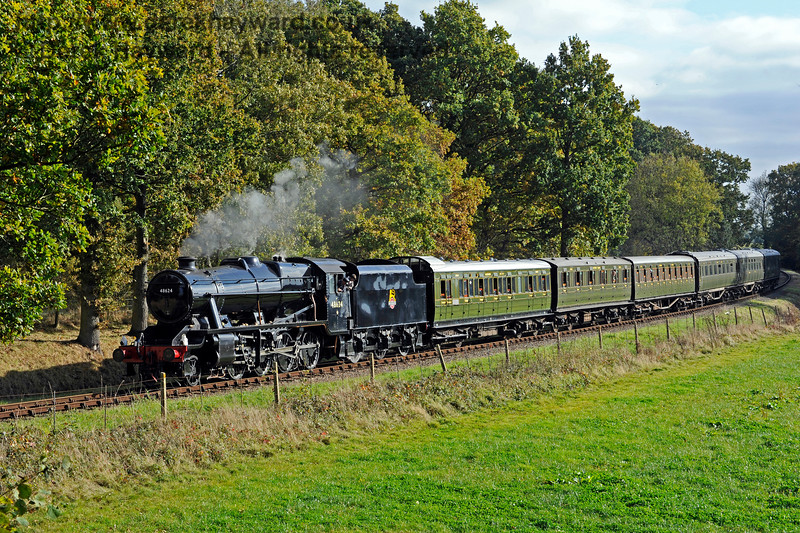48624 rounds the curve north of Sloop Bridge.  28.10.2016 14368