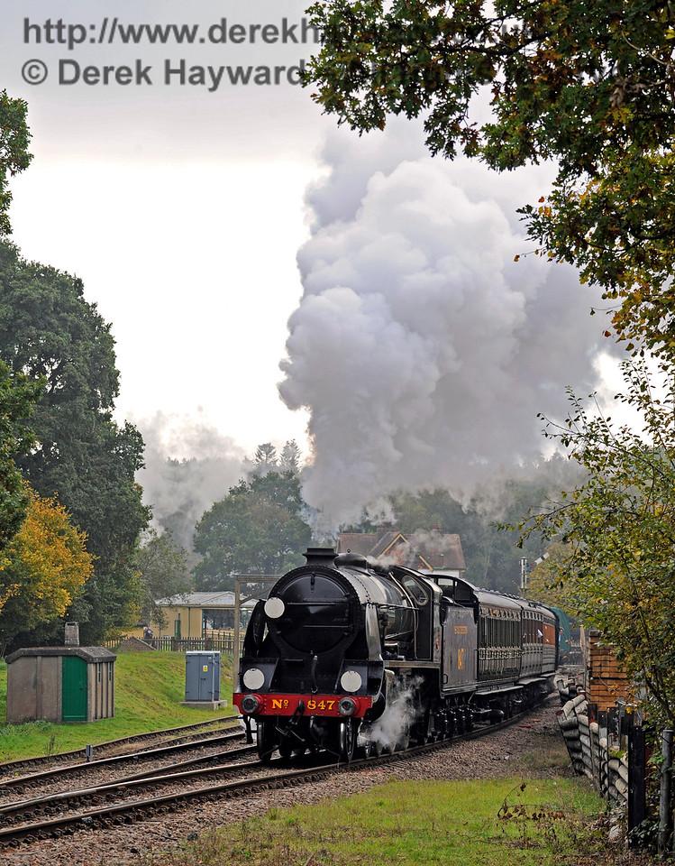 847 leaves Kingscote.  30.10.2016 14546  (Taken with permission)