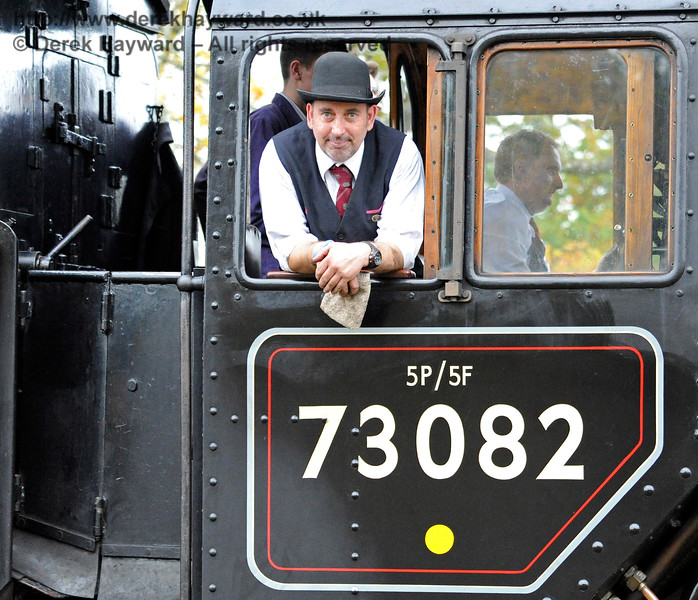 Don't you just love the expression....  Mr Gain (plus bowler) on 73082 outside Horsted Keynes.  29.10.2016  14493