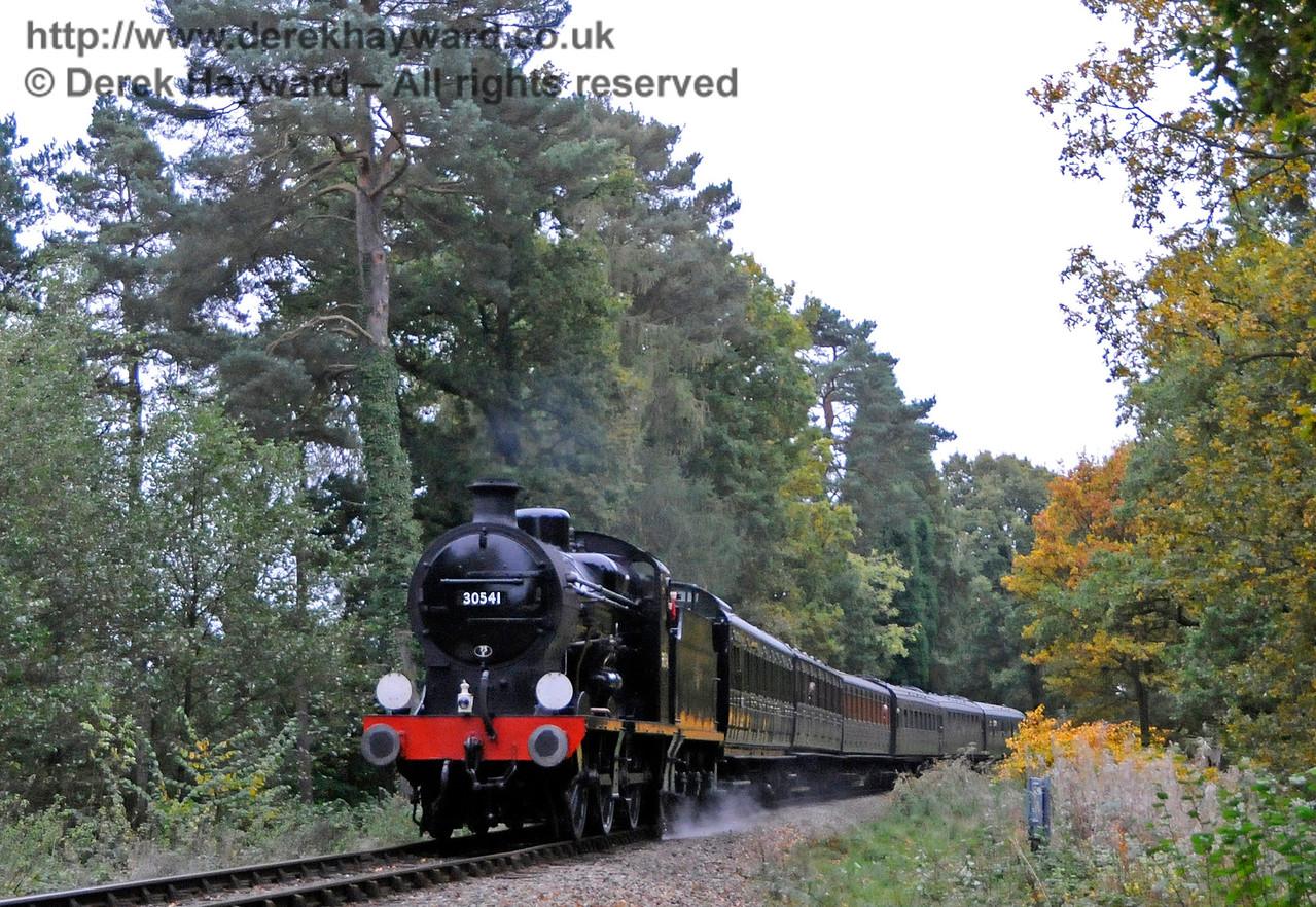 30541 approaches Birch Farm Crossing.  29.10.2016 16574
