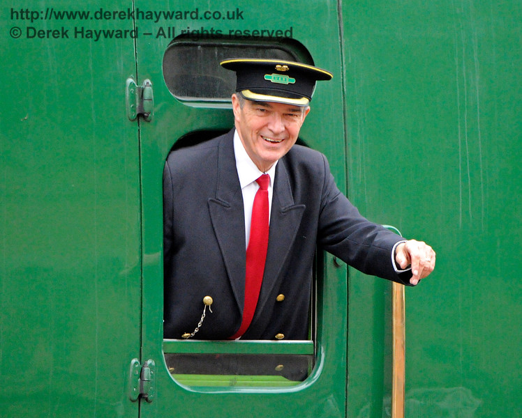 I have absolutely no idea who this man is, but he kept waving furiously.  Horsted Keynes.  29.10.2016  14497