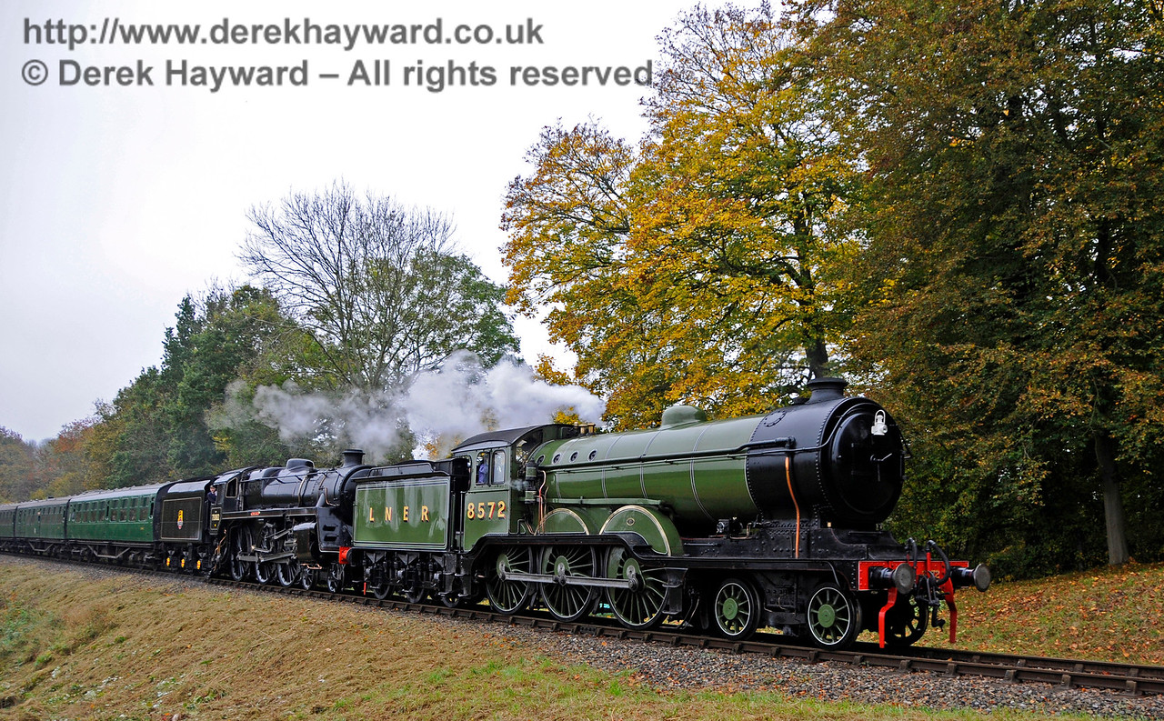 8572 and 73082 steam past Mill Place Farm.   30.10.2016 16603