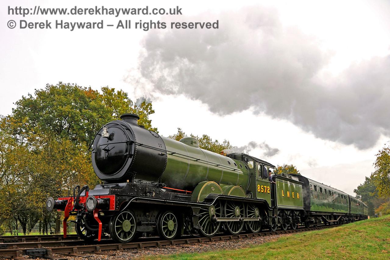 8572 arrives at Kingscote.  30.10.2016 16624