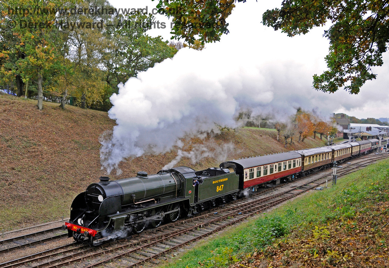 847 steams north from Horsted Keynes.  29.10.2016 16581