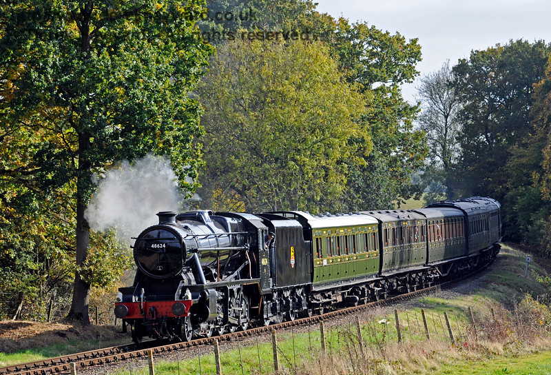 48624 rounds the bend north of Sloop Bridge.  28.10.2016 14364