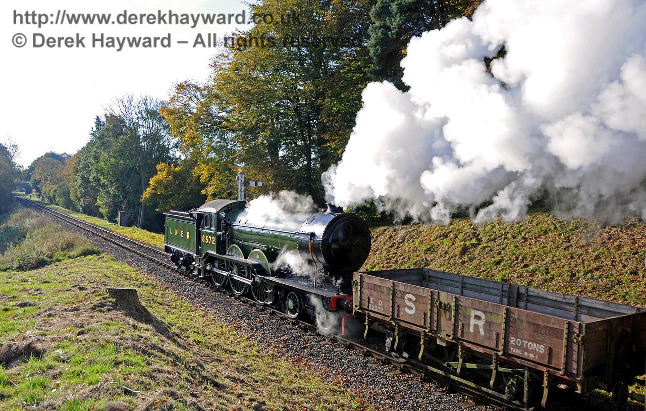 And departs south towards Birchstone Bridge.  28.10.2016  16543