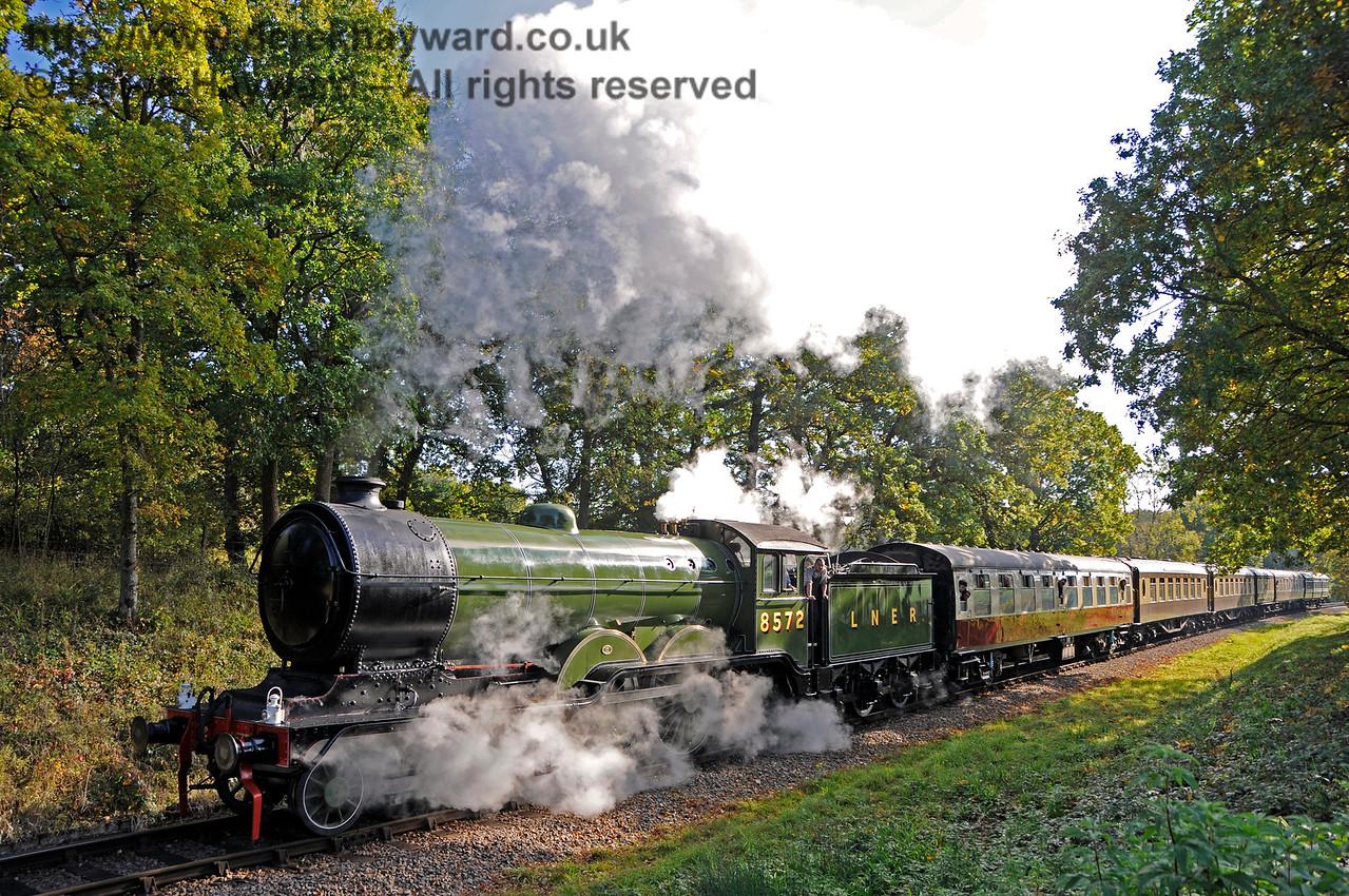 8572 speeds past Vaux End.  28.10.2016 16551