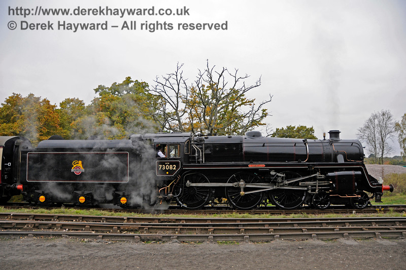 73082 approaches Horsted Keynes.  29.10.2016 16592