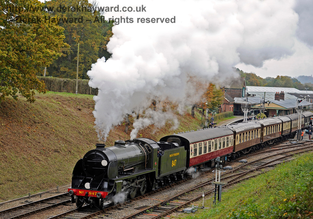 847 leaves Horsted Keynes.  29.10.2016 14476