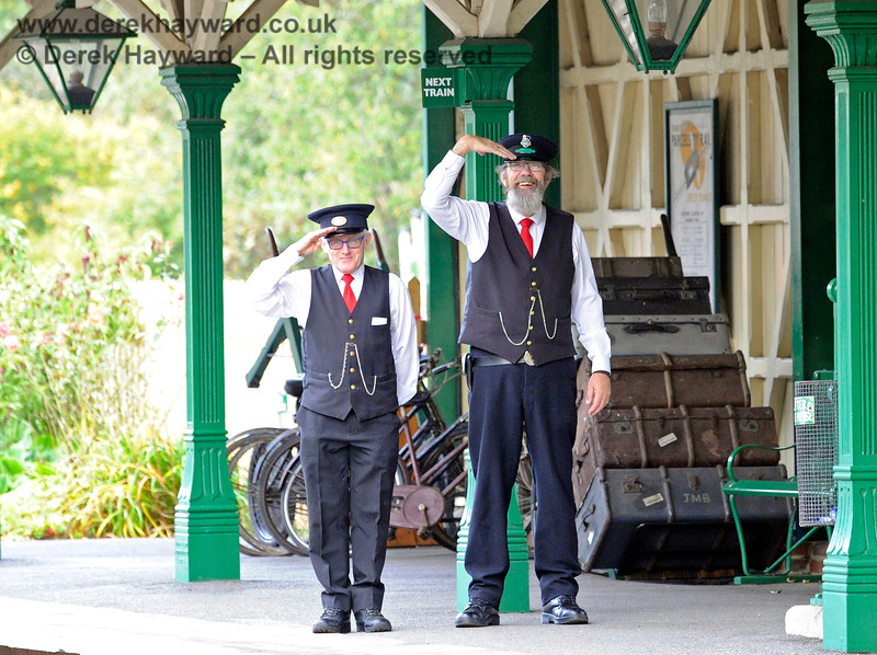 It is always nice to receive a welcome at Kingscote. 13.10.2018 16773