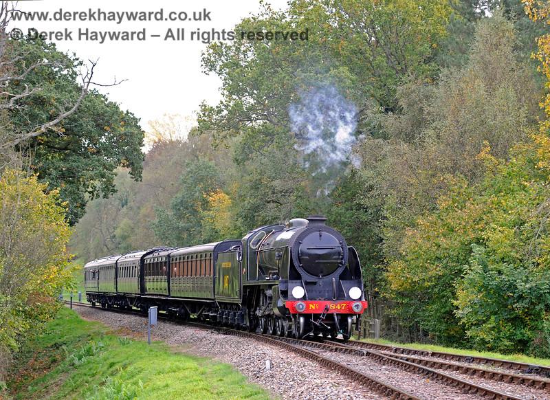 847 steams towards Kingscote. 13.10.2018 16767