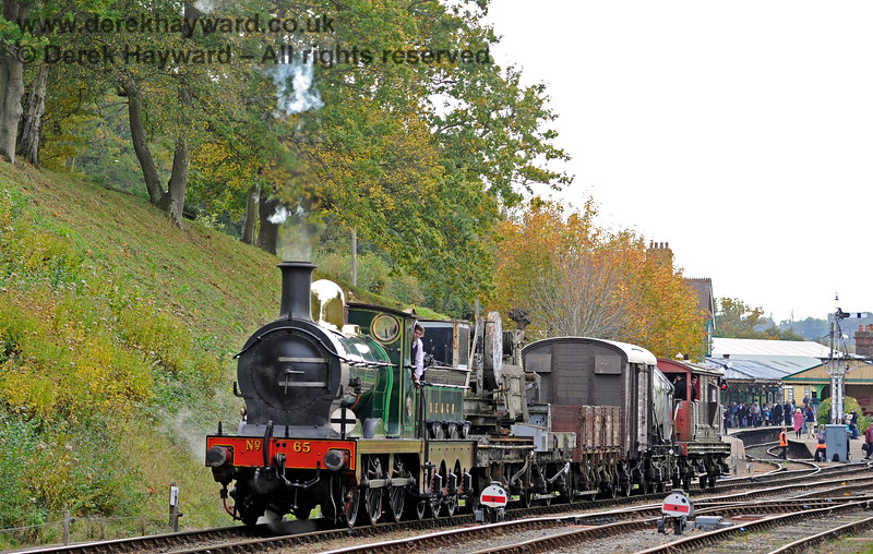 65 leaves Horsted Keynes with the goods train. 13.10.2018 16795