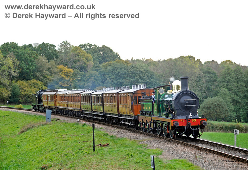 65 and 30541 with the Victorian coaches at New Road Bridge. 13.10.2018 16814