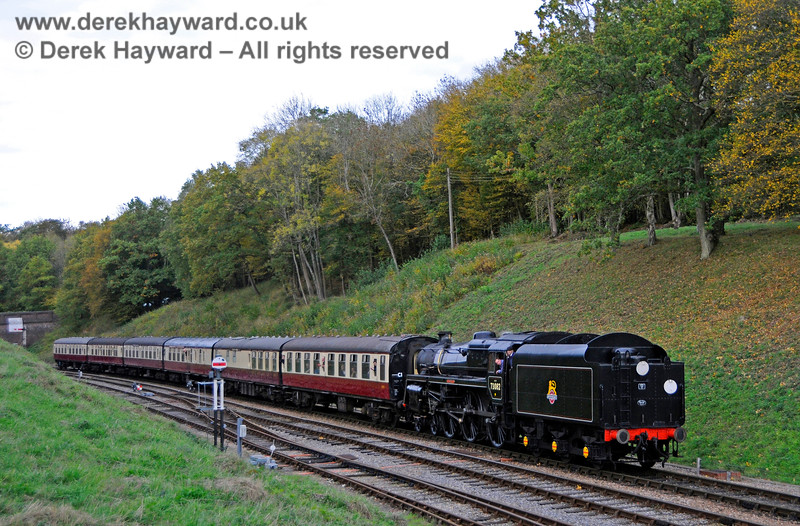 73082 returns to Horsted Keynes with a nice set of coaches. 13.10.2018 18969