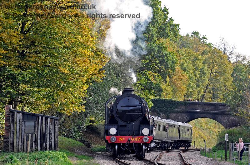 847 steams north from Leamland Bridge. 13.10.2018 16825