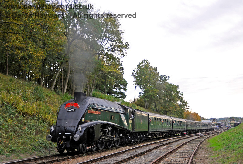 60009 steams north from Horsted Keynes. 13.10.2018 18960