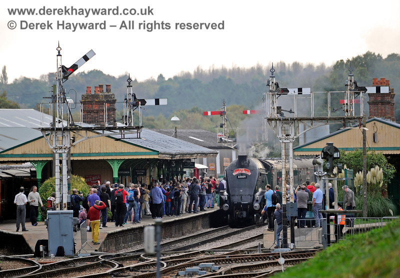 The platforms at Horsted Keynes are packed with photographers as 60009 arrives. 13.10.2018 16797