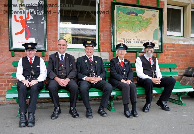 The Station Master and staff on duty at Kingscote. 13.10.2018 18936