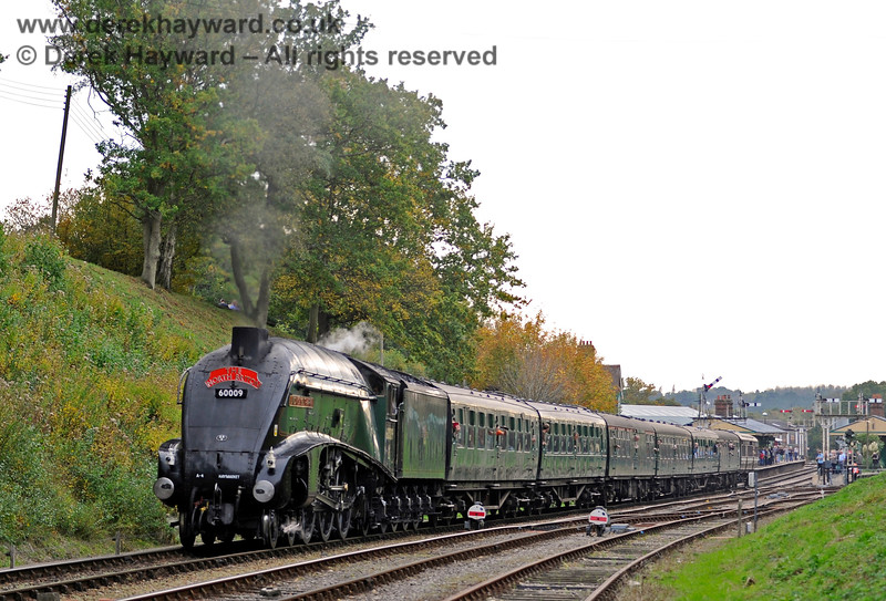 60009 steams north from Horsted Keynes. 13.10.2018 16810