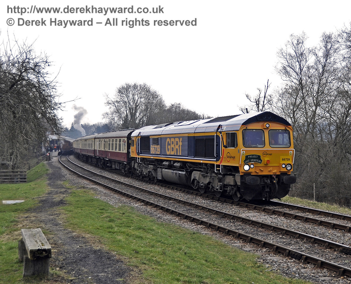 Class 66, 66739 runs south from Kingscote at the head of the incoming rail tour.  28.03.2013  6308