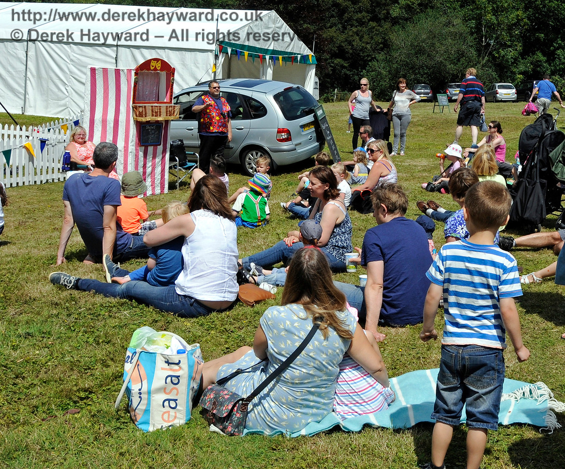 Some of the customers watching Punch and Judy.   Horsted Keynes  01.08.2015  13335