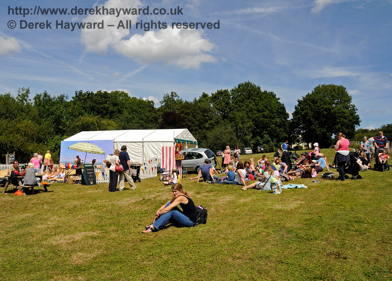 Visitors gather to watch the Punch And Judy.   Horsted Keynes  01.08.2015  13325