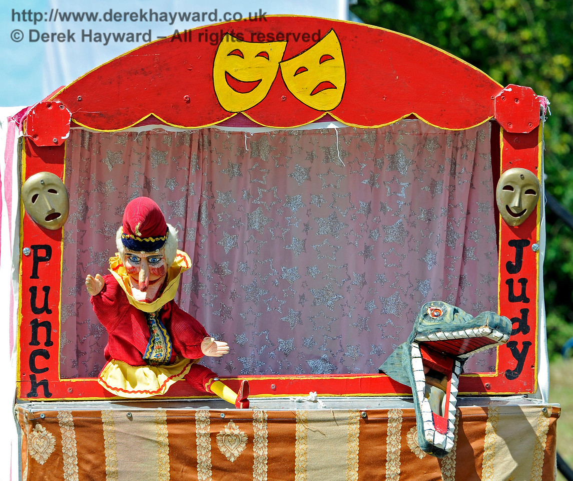 Punch and Judy were very popular - is that really Judy?  Horsted Keynes  01.08.2015  11688