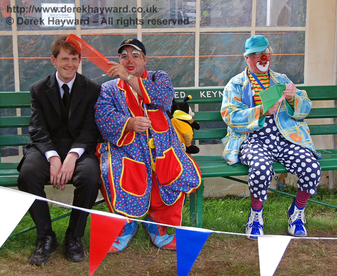 Your career on the Bluebell Railway may go downhill after a photographer catches you sitting with the clowns.... Horsted Keynes 01.07.2007