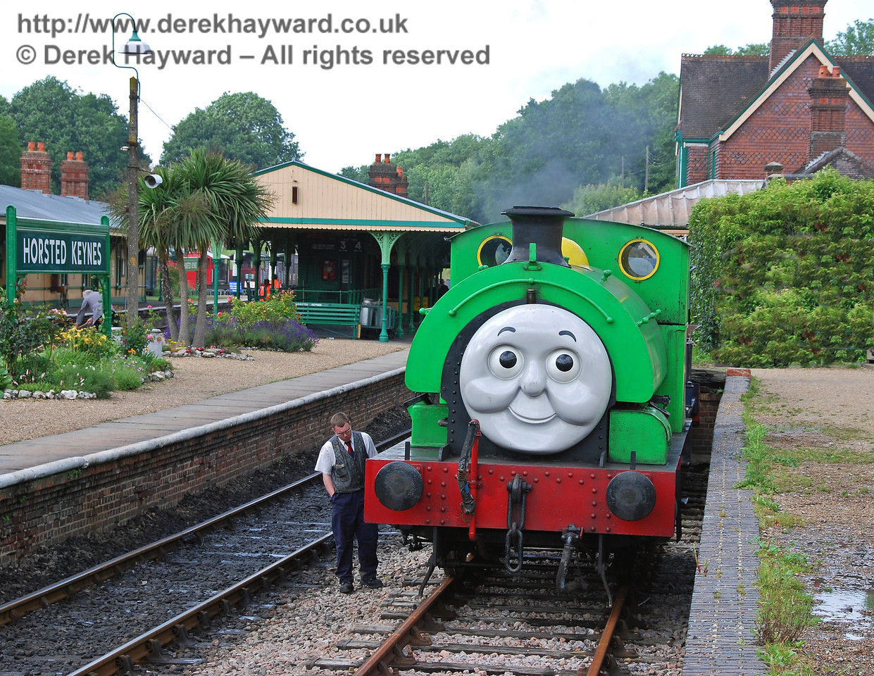 Percy has finished his shunting and one of his friends checks that everything is working right. Horsted Keynes 01.07.2007