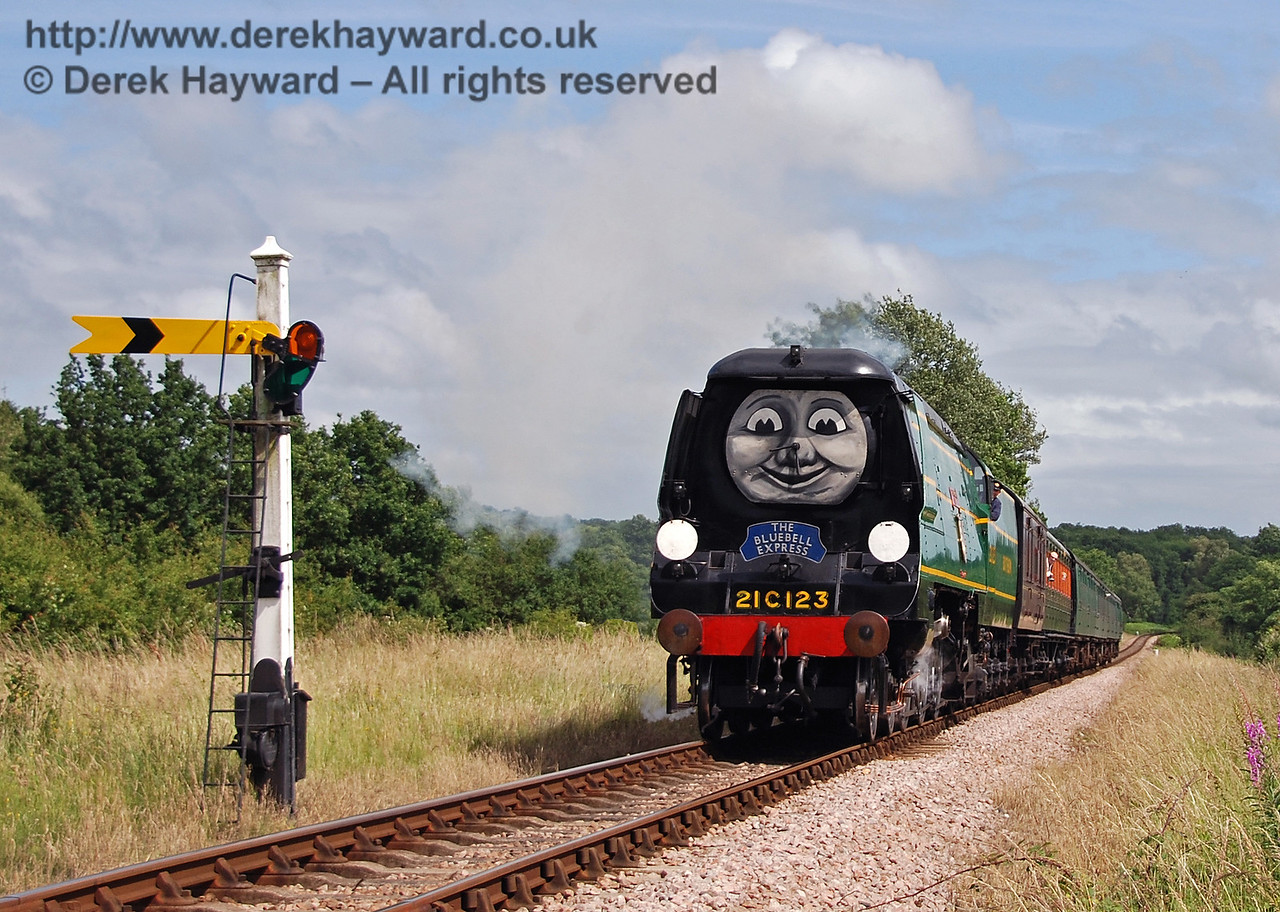 21C123 was feeling well again so the Fat Controller let him pull the Bluebell Express.  It is passing the Sheffield Park Distant Signal. 01.07.2007
