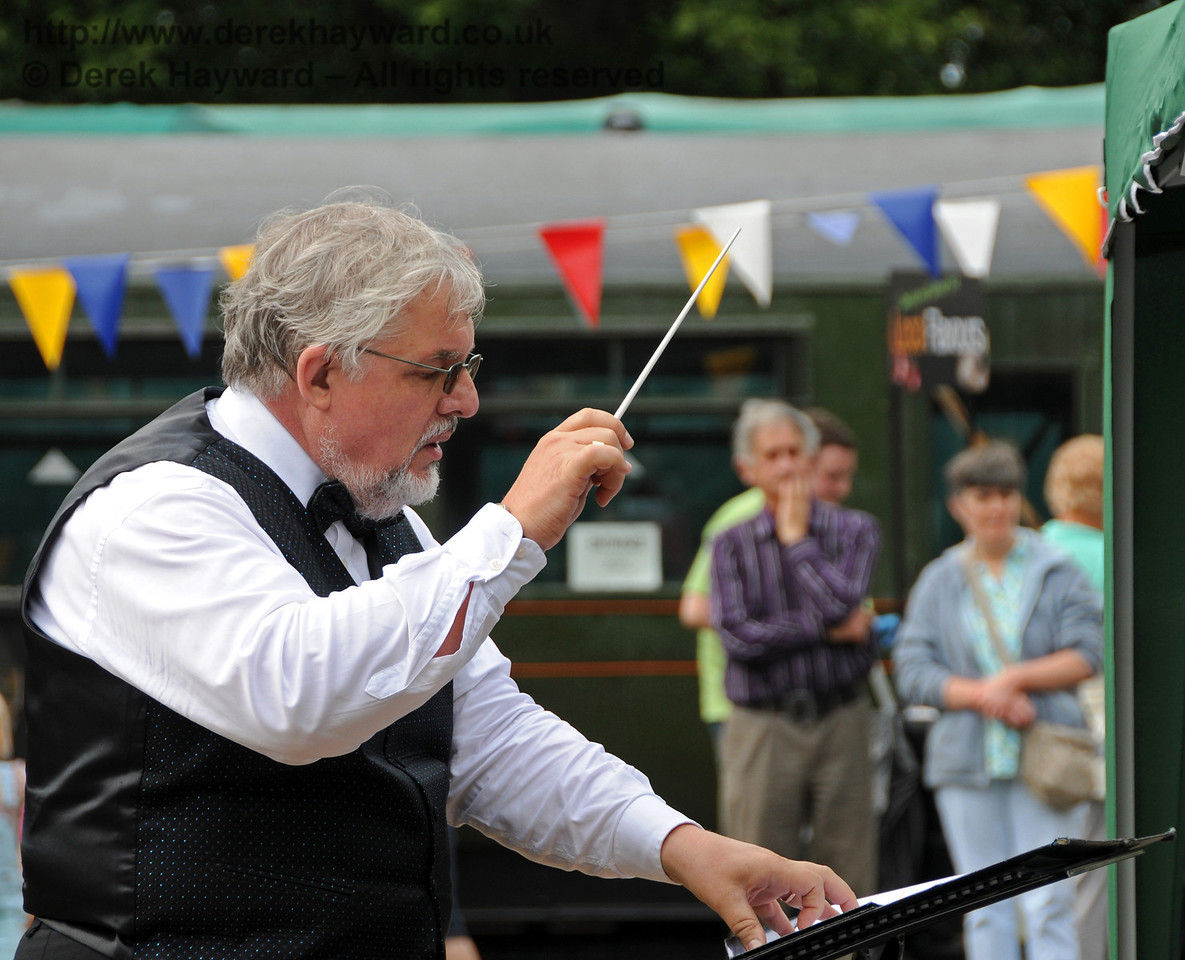 The conductor of the Bluebell Railway Band in full flow. Horsted Keynes 15.08.2010  4024