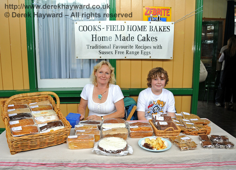 Cooks-Field Home Bakes. Horsted Keynes 15.08.2010  3982