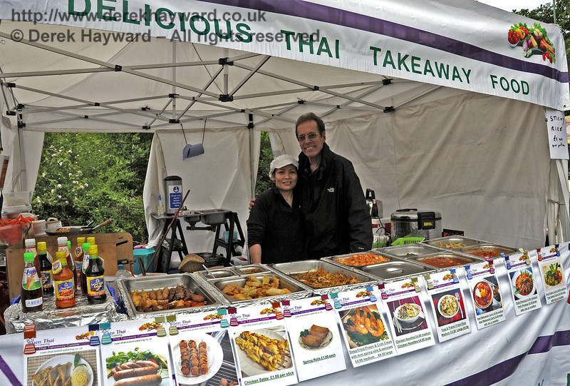 Ruen Thai Event Catering.  Flavours from Sussex Food Fair, Horsted Keynes.  24.06.2012   5438