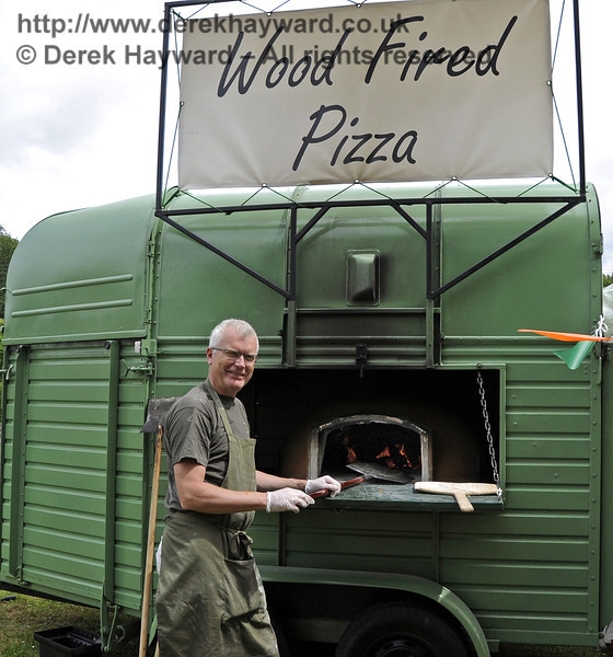 Artisan Wood Fired Pizza.  Flavours from Sussex Food Fair, Horsted Keynes.  23.06.2012   5311