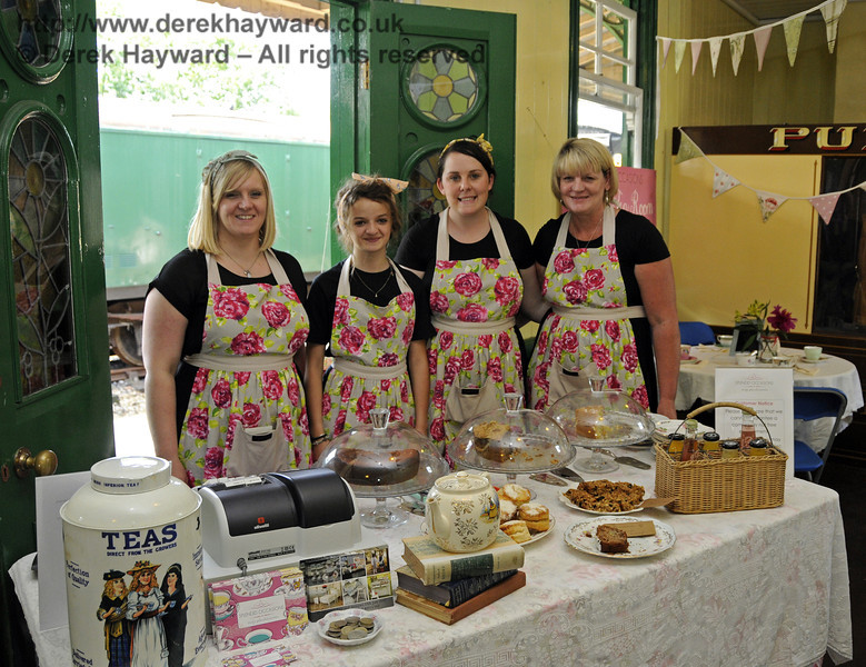 Splendid Occasions Vintage Tea Room.  Sussex Food Festival, Horsted Keynes, 07.07.2013  9575