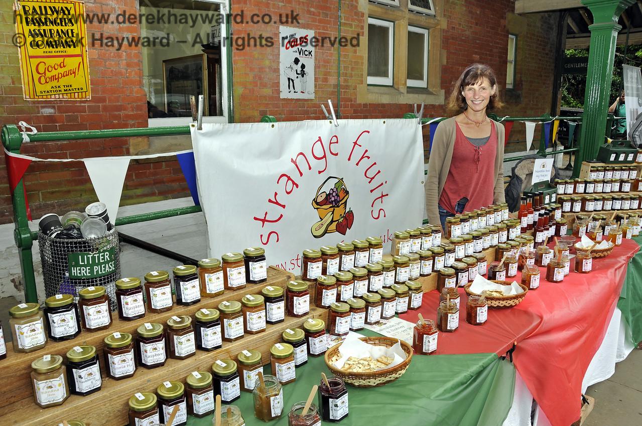 Strange Fruits.  Sussex Food Festival, Horsted Keynes, 05.07.2014  11062