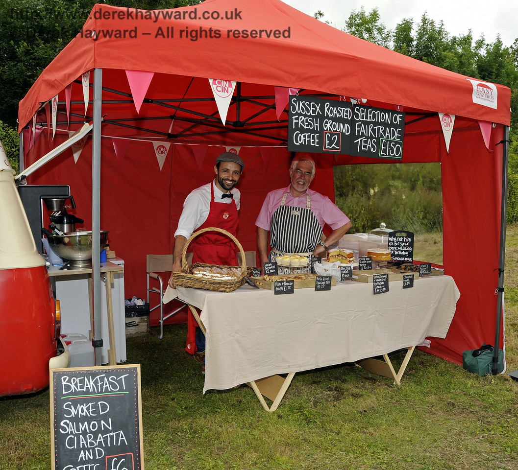 Cin Cin Bubbles and Nibbles.  Sussex Food Festival, Horsted Keynes, 05.07.2014  11044