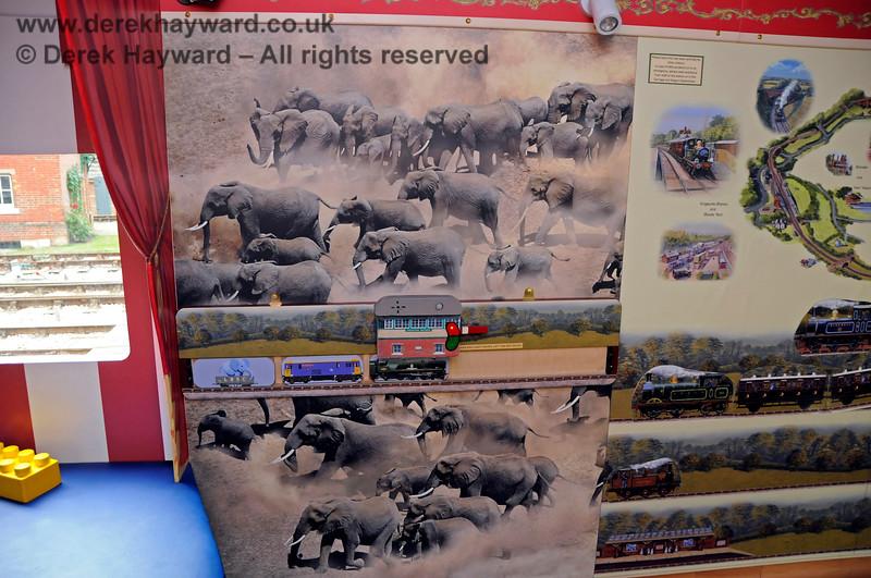 Elephant Van HK 190817 17681 E