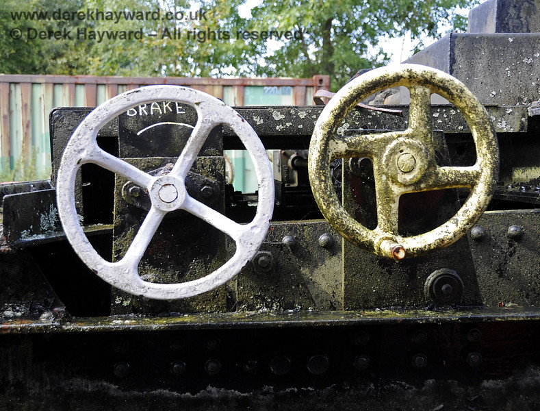 Jet washing the Ransomes and Rapier Ltd Steam Crane.  The brake wheels before and after.  Horsted Keynes 15.09.2012  5688