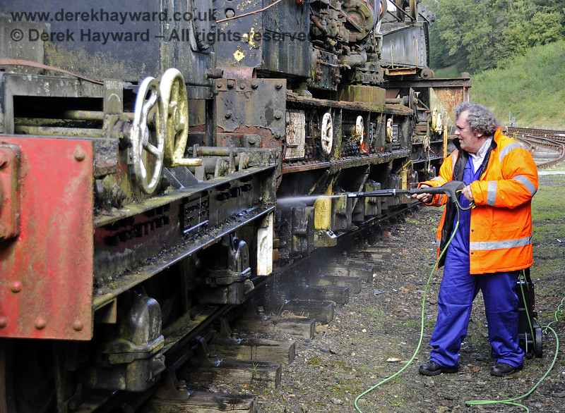 The late Neil Cameron jet washing the Ransomes and Rapier Ltd Steam Crane.  Horsted Keynes 15.09.2012  5692