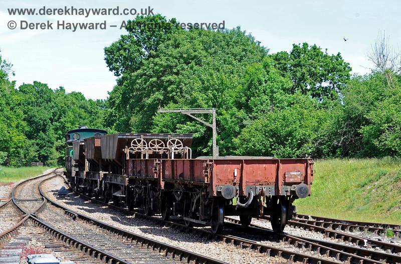 263 shunting it's train at Kingscote. 01.06.2019 16940