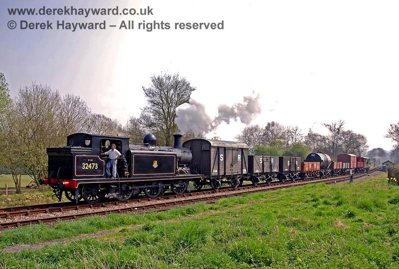 32473 arrives at Kingscote. 14.04.2007