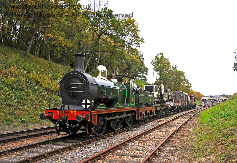 65 departs north from Horsted Keynes. 13.10.2018 18948