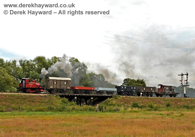Captain Baxter hauls it's train north over Poleay Bridge. 13.08.2011 2540
