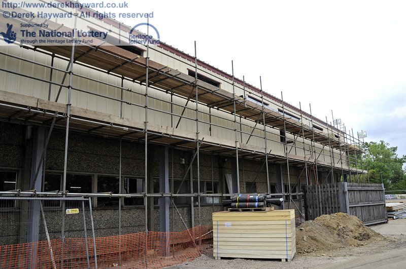 Looking along the eastern side of the building with the installation of cladding and windows in progress.  30.05.2012  4948