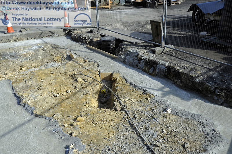 Concrete has now been poured in the foundations outside the entrance to the Workshops.  25.03.2012  4118
