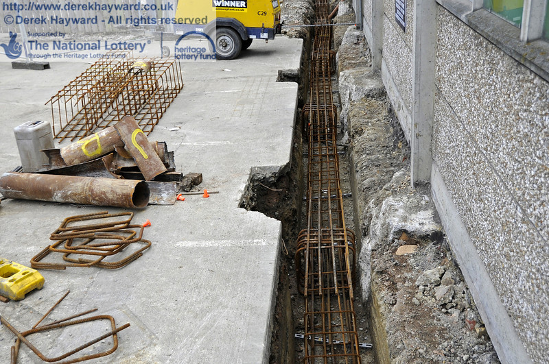 Steel reinforcing is currently being installed in the foundation trenches ready for further concrete pouring later in the week.  20.03.2012  3903