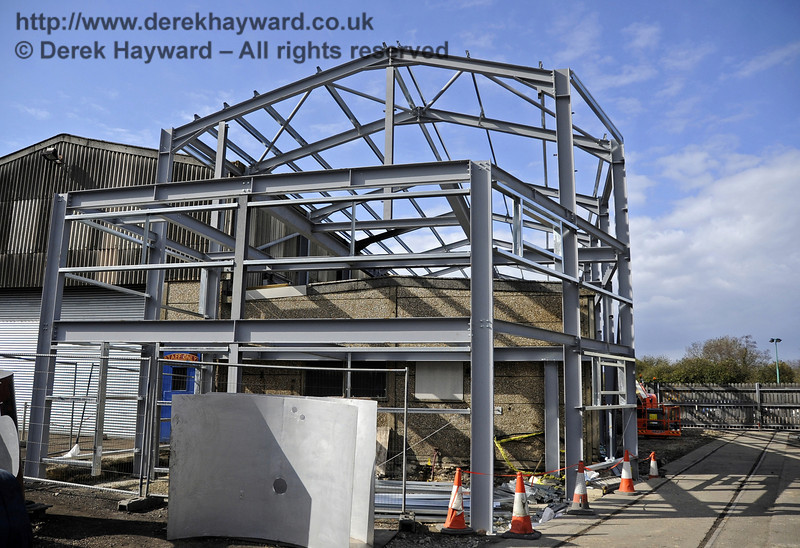 The southern section of the above Workshop facilities has now been erected.  15.04.2012  4433